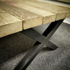 Vergadertafel van 4 meter met een Stalen Frame en Houten Blad van oude balken - #staal #stalen #onderstel #frame #blad #tafel #hout #sloophout #eiken #douglas #oudhout #stoer #industrieel #interieur #meubel