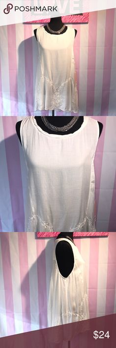 """Sun & Shadow Tank Blouse Size XL 💕 NWT Gorgeous ivory viscose Tank by Sun & Shadow (Nordstrom) has scalloped edge and Beautiful embroidery throughout the bottom. Size XL chest measures 21"""" front is 29"""" long and the back is 33"""" ❤️😍🐾🐾 Sun & Shadow Tops Tank Tops"""