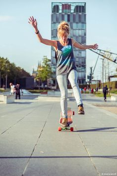 Best Longboard Skateboards and Land Paddles Best Longboard, Surfer Girl Style, Surfer Girls, Skate Girl, Skate Style, Skateboard Girl, Wakeboarding, Skateboards, Belle Photo