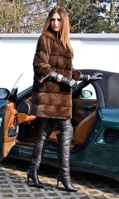 Fur Fashion, Winter Fashion, Womens Fashion, Elle Moda, Thigh High Boots Heels, Fabulous Furs, Black Leather Gloves, Long Gloves, Winter Mode