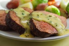 Roast beef with bearnaise sauce and vegetables - Craig van der Lende/Photographer's Choice/Getty Images