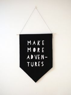 A new handy collection of 15 Extremely Easy DIY Wall Art Ideas For The Non-Skilled DIYers with creative ideas for anyone. Do It Yourself Inspiration, Diy Inspiration, Felt Banner, Diy Banner, Diy Wand, Cool Wall Art, Diy Wall Art, Mur Diy, Deco Kids