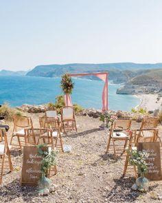 Klein aber fein - so waren unsere Hochzeiten auch vor Corona und wie immer sind diese super süß, romantisch, harmonisch und voller 🥰 💓 Liebe. Blush Roses, Blush Pink, Wedding Ceremony Decorations, Table Decorations, Am Meer, Color Trends, Super, Home Decor, Corona