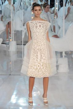 What you need to know about laser-cut clothing- What you need to know about laser-cut clothing Louis Vuitton – Runway RTW – Spring 2012 – Paris Fashion Week - Fashion Week Paris, Runway Fashion, Look Fashion, Fashion Show, Fashion Outfits, Fashion Design, 3d Laser Printer, Laser Cut Fabric, Cut Clothes