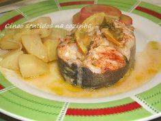 Cinco sentidos na cozinha: Pescada assada no forno com limão e batatas aos cubos