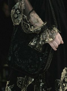 Little treasures - predeath: salvatore ferragamo fw 2012 Looks Halloween, The Grisha Trilogy, Character Inspiration, Style Inspiration, Writing Inspiration, Yennefer Of Vengerberg, Take Me To Church, Mary Stuart, Foto Art