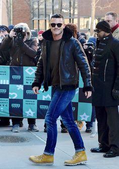 Luke Evans outside the Build Studio on January 18, 2018 in New York City. - (x)