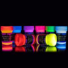 8 x UV-Stoffmalfarben Schwarzlicht Waschfest Textilmalfarben Textilfarben T-Shirt Kleidung Stoff-Farben Bunt Neon neon nights® http://www.amazon.de/dp/B00CAXOUWO/ref=cm_sw_r_pi_dp_VlOLwb12MBBZF