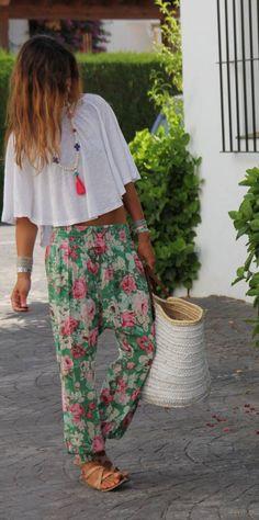 Flower pants for the beach   | beach time | | beach time fun | | beach time outfits | http://www.thinkcreativo.com/