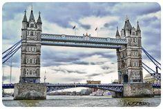 No es el puente de Londres, ese esta Támesis arriba, el puente de la torre es llamado asi, por que a su izquierda se encuentra la Torre de Londres (Palacio real y fortaleza de su majestad).  El puente es levadizo y data de 1894.