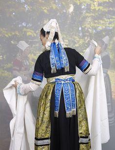 charles_freger_bretonnes_2011_2014_090 Folk Costume, Costumes, Charles Freger, Celtic, French Costume, Folk Clothing, Traditional Dresses, Kimono Top, France