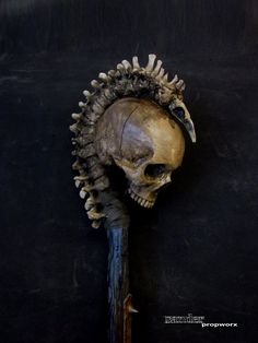 Sander Propworx returns with this wonderfully vile Necromancer's Staff . It's made from cast foam and completely safe for LARP combat. Skull Decor, Skull Art, Dark Fantasy Art, Dark Art, Larp, Skull Rock, Skull Reference, Sculpture Metal, Bild Tattoos