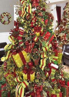 Love the Gift Boxes on the Whimsical Christmas tree Grinch Christmas Tree, Whimsical Christmas Trees, Grinch Christmas Decorations, Christmas Tree Design, Beautiful Christmas Trees, Noel Christmas, Holiday Tree, Green Christmas, Christmas Themes
