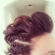 short hair updo - somehow I think this is awesome...?