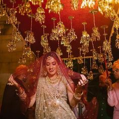 Are you looking for different styles of Phoolon Ki Chadar for your wedding? Here, find the most beautiful Phoolon Ki Chadar ideas for a bridal entry. Bride Entry, Wedding Entrance, Wedding Mandap, Entrance Decor, Wedding Venues, Lilac Wedding, White Wedding Flowers, Wedding Bride, Wedding Scene
