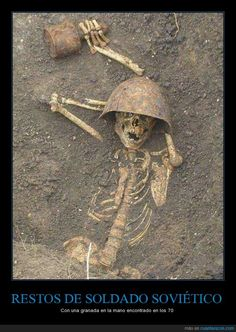 A veces la historia nos sorprende... - Con una granada en la mano encontrado en los 70