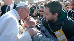 El 22 de febrero partió a la Casa del Padre Cesare Cicconi. Cecè, como lo conocían sus familiares y amigos. Fue el primer discapacitado que el Papa Francisco abrazó y besó públicamente con ocasión de la Misa del inicio de su pontificado el 19 de marzo de 2013 en la Plaza de San Pedro.