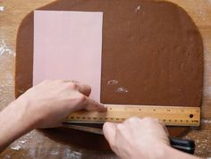 11 Borderline Genius Tips For Making A Gingerbread House These basic tricks will take your gingerbread house to the next level. Gingerbread House Patterns, Gingerbread House Template, Cool Gingerbread Houses, Christmas Gingerbread House, Gingerbread Castle, Christmas Houses, Christmas Desserts, Christmas Treats, Christmas Baking