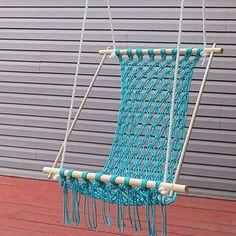Relax on your porch in a comfortable macrame hammock. Passo a passo em inglês como fazer essa rede em macramê..