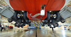 Schimbarea completă a trenului de aterizare la un Airbus A380 Emirates (Foto / Video)