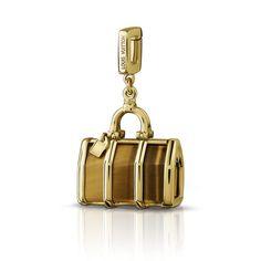 Charm Keepall em ouro amarelo e olho de tigre via Louis Vuitton