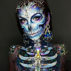 💎Diamond Skull💎 Thankyou for the overwhelming love on this look, All Jewels and Glitter are from And gorgeous earrings are other products are in previous post! Amazing Halloween Makeup, Halloween Kostüm, Halloween Face Makeup, Halloween Costumes, Pretty Halloween, Sugar Skull Makeup, Sugar Skulls, Scary Makeup, Dead Makeup
