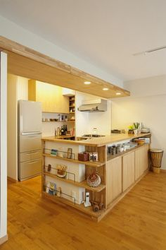 OPOCUK collected 40 minimalist kitchen design ideas that surely… Interior Exterior, Kitchen Interior, Kitchen Decor, Ideas Geniales, Best Kitchen Designs, Japanese Interior, Wooden Kitchen, Minimalist Kitchen, Kitchen Living