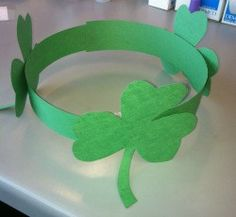 patricks day crafts for kids - shamrock crown to celebrate St. March Crafts, St Patrick's Day Crafts, Daycare Crafts, Spring Crafts, Toddler Crafts, Holiday Crafts, Saint Patricks Day Art, St Patricks Day Crafts For Kids, Diy St Patricks Day Hat