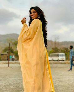 Stylish Girl Pic, Most Beautiful Indian Actress, Girls Dpz, Indian Actresses, Desi, Bollywood, Raincoat, Saree, Live Backgrounds