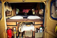 Perfect Bed in the Land Cruiser (©photocoen) Troopy camper, inside