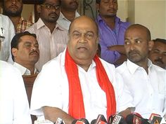 #Telangana Traitors in #KCR Cabinet: #BJP http://goo.gl/BCPMkM  > TRS MLAs are not capable to handle Cabinet portfolios: Nagam
