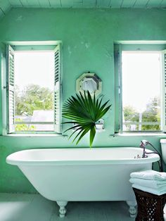 Green bathroom design - Tropical Home Decor to Bring the Jungle Inside - Thou Swell Tropical Bathroom, Tropical Home Decor, Tropical Houses, Decoration Inspiration, Bathroom Inspiration, Interior Inspiration, Bathroom Island, Harbour Island Bahamas, Dark Green Kitchen