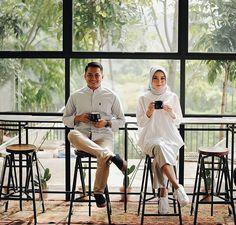 Pre Wedding Shoot Ideas, Pre Wedding Poses, Wedding Couple Photos, Pre Wedding Photoshoot, Wedding Couples, Couple Photoshoot Poses, Couple Photography Poses, Foto Wedding, Korean Wedding