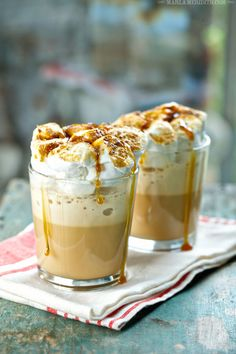 Roasted Marshmallow Coffee Cocktail Shakes INGREDIENTS: 1 package Seattle's Best Coffee® Creamy Caramel Frozen Coffee Blend cups milk ounces coffee liqueur 14 large Marshmallows Caramel sauce (optional) Yummy Smoothies, Yummy Drinks, Smoothie Recipes, Yummy Food, Drink Recipes, Protein Smoothies, Milkshake Recipes, Delicious Recipes, Fall Cocktails