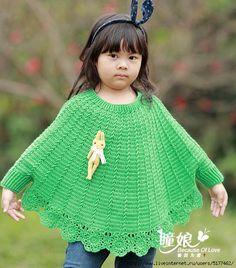 CROCHET CANDY: poncho girl Crochet Cape Pattern, Crochet Baby Poncho, Crochet Baby Clothes, Knit Crochet, Crochet Patterns For Beginners, Baby Knitting Patterns, Crochet Stitches, Crochet Hooks, Kids Poncho