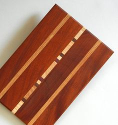 This board has an inlay of color and is accent with two stripes of maple. This board measures approximately 13 by Its one of my favorite designs out of our studio. Wooden Chopping Boards, Wood Cutting Boards, Butcher Block Cutting Board, Wooden Projects, Wood Crafts, Bd Design, Kitchen Board, Wood Worker, Wood Tools