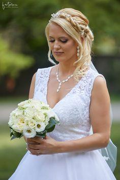 A füstös esküvői fotózás Pomázon - Esküvői fotós, Esküvői fotózás, fotobese Lace Wedding, Wedding Dresses, Fashion, Bride Dresses, Moda, Bridal Gowns, Alon Livne Wedding Dresses, Fashion Styles, Wedding Gowns