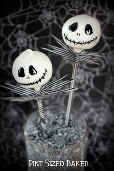 """""""This is Halloween!"""" Enjoy your Halloween party with these fun Jack Skellington Cake Pops. Step by step tutorial in the blog."""