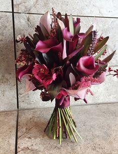 Boquette Flowers, Wedding Bouquets, Wedding Flowers, Corona Floral, Flower Aesthetic, Wedding Themes, Floral Arrangements, Dream Wedding, Bridal