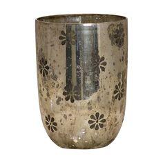 Dieses edle Teelicht von GreenGate im hübschen Vintagelook passt wunderbar in ein harmonisches Wohnambiente.  Es versprüht durch sein warmes Licht eine behagliche Atmosphäre - für die kalten Abende im Herbst und Winter genau das Richtige. #candle #light #christmas #kerzen #licht #weihnachten #deko #home #living #silver #gold