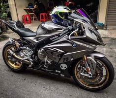 Ride In Peace To My Brother: Loving this & the lid Bike Bmw, Suzuki Motorcycle, Motorcycle Outfit, Concept Motorcycles, Bmw Motorcycles, Super Bikes, Custom Sport Bikes, Bmw S1000rr, Bmw Love