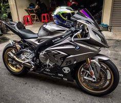 Ride In Peace To My Brother: Loving this & the lid Bike Bmw, Suzuki Motorcycle, Kawasaki Motorcycles, Racing Motorcycles, Motorcycle Outfit, Super Bikes, Best Motorbike, Custom Sport Bikes, Concept Motorcycles
