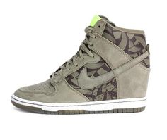 Khaki Dunk Sky High Lotus Jazz Liberty Print Trainers from Nike 82920c315c