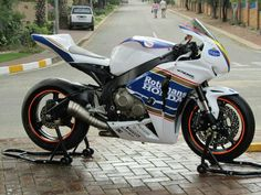 Honda cbr1000rr 2008 rothmans redux Also check out the colour of the engine cases- if you've read other pins you'll understand why that is SO fascinating:-)