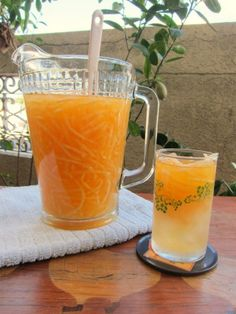 Cantaloupe Juice - Made with shredded cantaloupe, a little sugar and water. So refreshing! (My Mom just handed down to me a handmade original Filipino shredder tool that was given to her as a wedding gift 55 years ago! Summer Drinks, Cocktail Drinks, Cocktails, Filipino Food, Filipino Recipes, Fiesta Theme Party, Event Themes, Juice Smoothie, Non Alcoholic