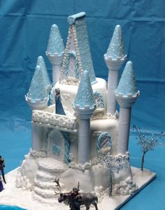 Another angle and the blue background for our Disney Frozen cake.