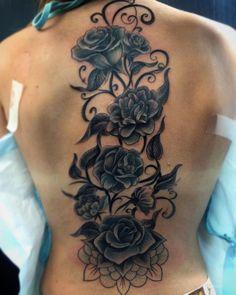 roses spine tattoo © tattoo artist Chat_Tattoo 💕🌹💕🌹💕🌹💕 Flower Tattoo Sleeve Men, Flower Tattoo Hand, Tattoo Sleeve Designs, Tattoo Designs For Women, Sleeve Tattoos, Tattoo Roses, Body Tattoos, Rose Tattoos For Women, Spine Tattoos For Women