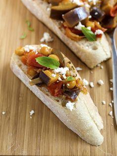 Recepty z cizrny Bruschetta, Tacos, Mexican, Ethnic Recipes, Food, Bulgur, Essen, Meals, Yemek