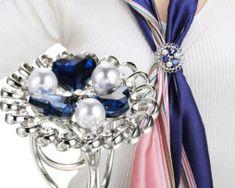 Prepracovaný trojprstenec s modrými srdiečkami a perlami v striebornej farbe Ocean Heart, Jewelry Accessories, Women Jewelry, Romantic Woman, Scarf Jewelry, Silver Plate, Vogue, Brooch, Pearls