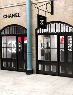 Chanel pop-up store in Covent Garden, we love it when our stall enjoys the heady wafts of chanel......MONDAY APPLE MARKET